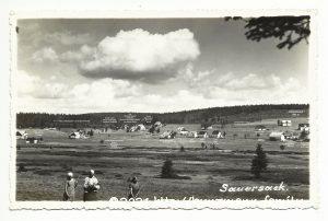 Dorfansicht ca. 1935 mit Ergänzungen von Hubert Kunzmann. Original Postkarte: Fotograf Rupert Fuchs